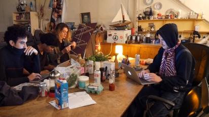 alex-sonny-maison-at-table